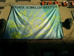 Plus chère, plus rapide, plus large (banderole contre la modification de la Kastanienallee)