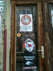 Affiches contre la destruction de la Kastanienallee et contre la censure (affaire des librairies)